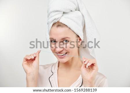 Vrolijk gezonde jonge vrouwelijke handdoek hoofd Stockfoto © pressmaster