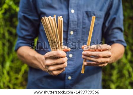 Bambu potável palha vs descartável mãos Foto stock © galitskaya