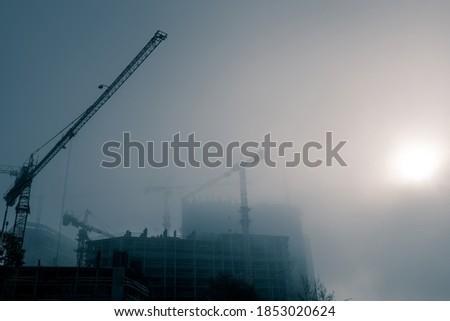Torre guindaste nebuloso manhã luz solar Foto stock © boggy