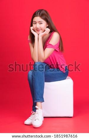 jonge · nerveus · vrouw · vergadering · stoel · formeel - stockfoto © wavebreak_media