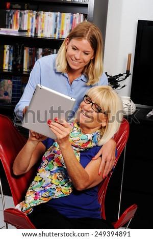 idős · személy · segítség · társasági · munkás · otthon · látogatás - stock fotó © FreeProd