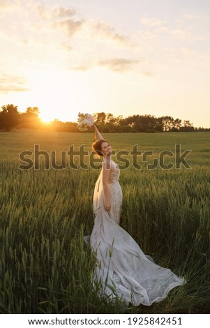 káprázatos · menyasszony · virágcsokor · kéz · mező · néz - stock fotó © ElenaBatkova