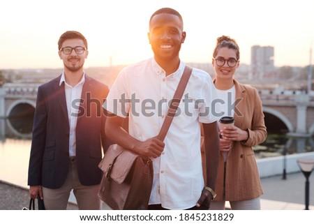 Jonge leider team permanente twee fabriek Stockfoto © pressmaster
