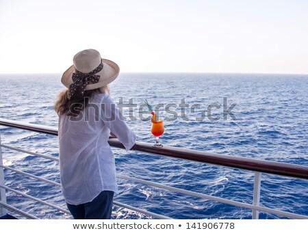 Glimlachende vrouw cruiseschip mooie gebouw zee schip Stockfoto © nomadsoul1