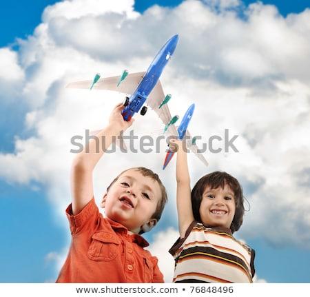 kettő · fiúk · kezek · mosoly · nyár · utazás - stock fotó © zurijeta