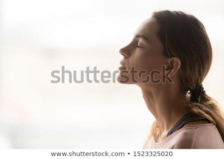 jonge · vrouw · gericht · gebaren · teken · jonge - stockfoto © ilolab