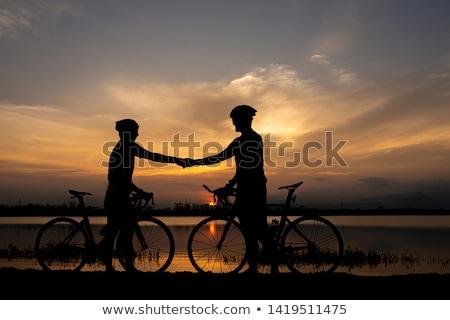Twee fietsers bergen man natuur Stockfoto © ongap