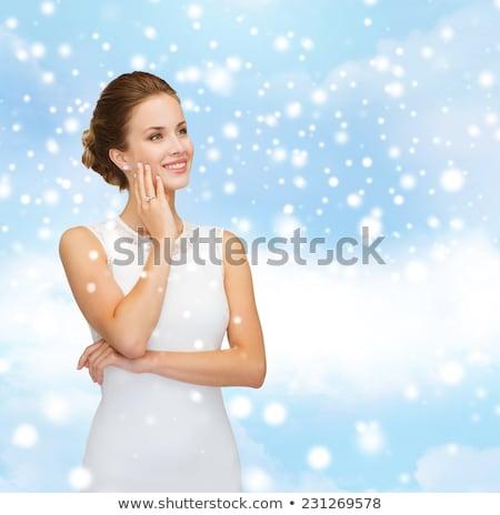 gelukkig · mooie · brunette · vrouw · aanraken · haren - stockfoto © feverpitch