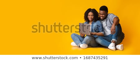 sevimli · çift · dizüstü · bilgisayar · kullanıyorsanız · birlikte · ev · mutfak - stok fotoğraf © photography33