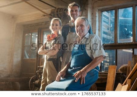 Experimentado carpintero hombre madera construcción trabajo Foto stock © photography33