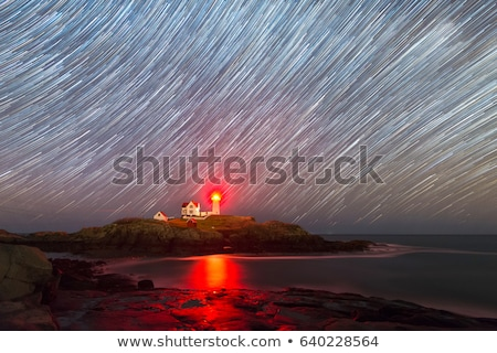 Farol noite casa edifício mar fundo Foto stock © dinozzaver