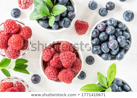Fraîches framboises bleuets yogourt repas régime alimentaire Photo stock © raphotos