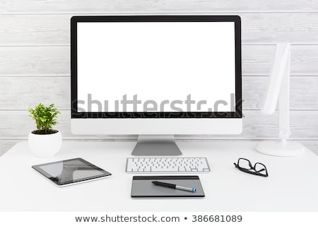 Comprimido secretária computador caneta tabela Foto stock © Zerbor