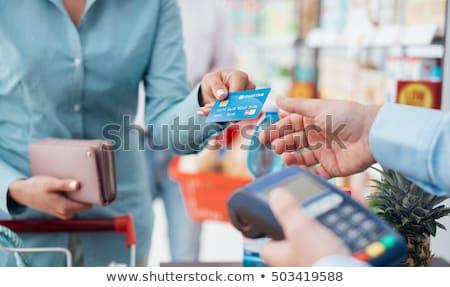 mulher · cartão · de · crédito · roupa · armazenar · mão - foto stock © wxin
