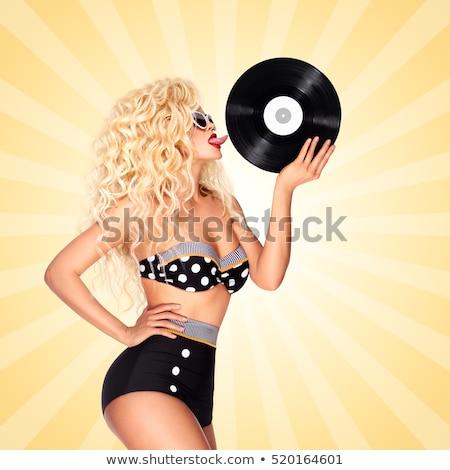 gyönyörű · nő · gramofon · gyönyörű · fiatal · nő · hallgat · zene - stock fotó © fisher