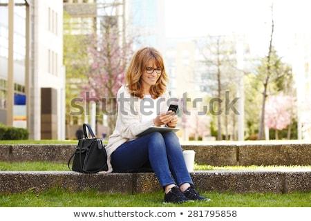 楽しい · ビジネス女性 · 座って · 屋外 · カップ · コーヒー - ストックフォト © deandrobot