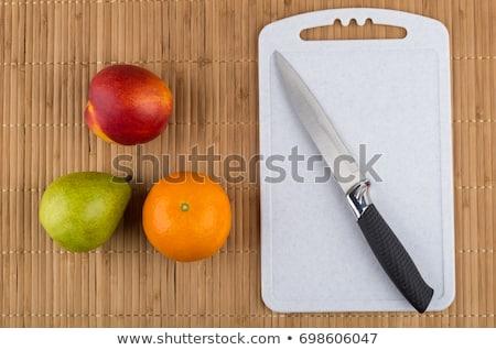 Közelkép narancsok kés vágódeszka étel gyümölcsök Stock fotó © dolgachov