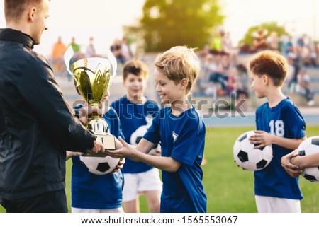 Boldog sportcsapat fiatal fiúk futball csapat Stock fotó © matimix