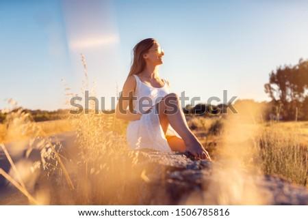 Kadın tatil oturma taş duvar kırsal Portekiz Stok fotoğraf © Kzenon