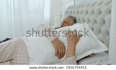 Altos mujer orejas hombre dormitorio Foto stock © wavebreak_media