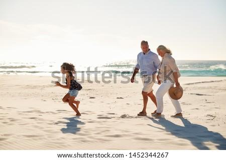 volwassen · paar · holding · handen · toevallig · 60s · samen - stockfoto © wavebreak_media