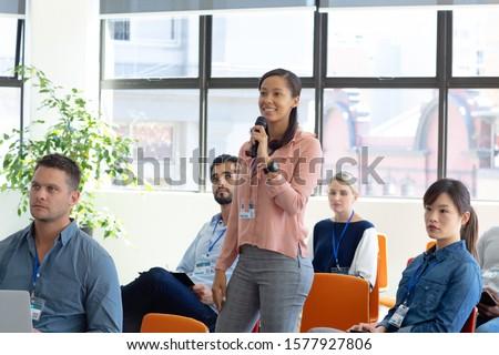 Elöl kilátás félvér üzletember hallgat kérdez Stock fotó © wavebreak_media
