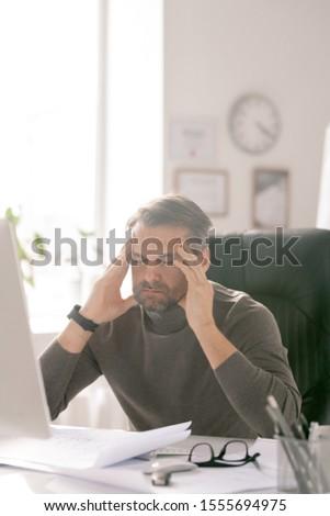 érett fáradt üzletember csukott szemmel koncentrátum munkahely Stock fotó © pressmaster