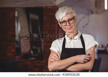 Professionnels Homme salon de coiffure tablier ciseaux Photo stock © pressmaster