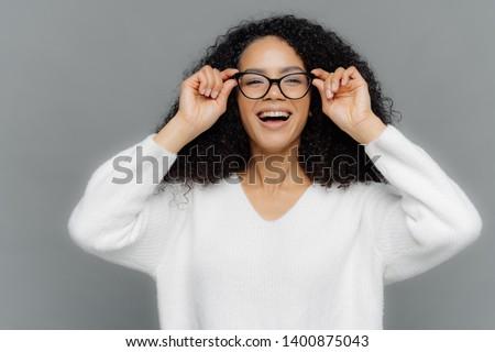 фото оптимистичный женщину счастливо очки Сток-фото © vkstudio