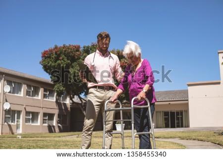 Widoku mężczyzna lekarz pomoc starszy Zdjęcia stock © wavebreak_media