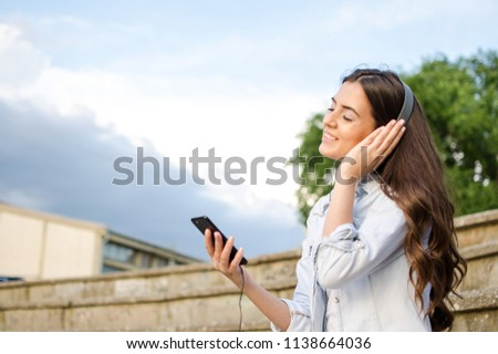 Beautiful brunete woman smiling Stock photo © iko