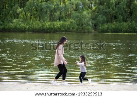 Belle famille cinquième extérieur courir pied Photo stock © get4net