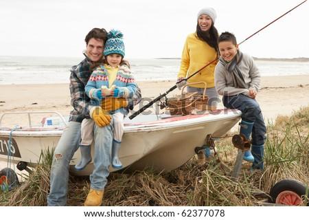 Сток-фото: семьи · группа · сидят · лодка · удочка · зима