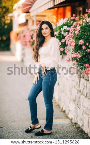 çekici genç kadın poz pembe Stok fotoğraf © deandrobot