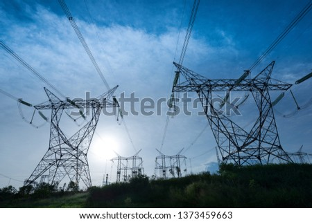 Nagyfeszültség elektromosság drótok alacsony széles látószögű kilátás Stock fotó © stevanovicigor