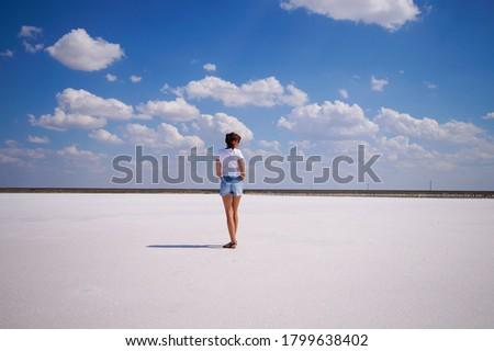 Lago sal agua mujer hermosa tomar el sol cuerpo Foto stock © Yatsenko