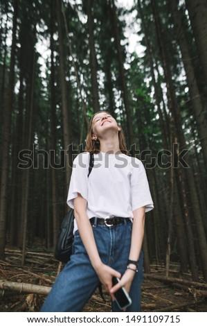 Fotó nyugodt fiatal lány 20-as évek csukott szemmel tart Stock fotó © deandrobot
