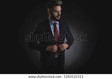 portré · kíváncsi · üzletember · megjavít · áll · fehér - stock fotó © feedough
