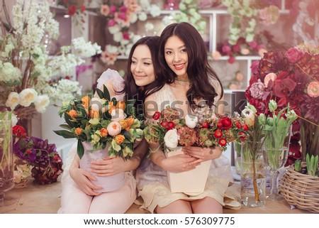 mooie · asian · vrouwen · boeket · bloemen · bloem - stockfoto © artfotodima