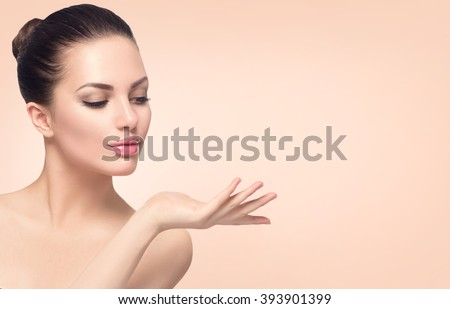 Beauty spa woman with perfect skin. Beautiful girl showing empty copy space on the open hand palm fo Stock photo © serdechny