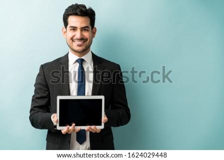 мнение бизнесмен цифровой таблетка Сток-фото © wavebreak_media