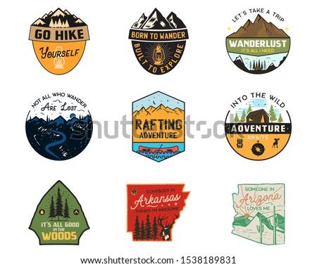 ヴィンテージ キャンプ ロゴス 山 色 バッジ ストックフォト © JeksonGraphics