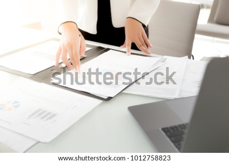 занят успешный женщины менеджера документы служба Сток-фото © vkstudio