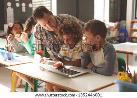 Oppervlak niveau leraar schooljongen digitale Stockfoto © wavebreak_media
