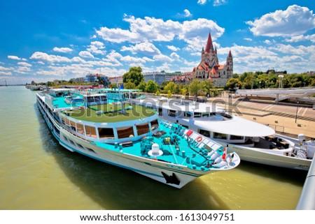 Viyana kilise nehir kruvazör tuna görmek Stok fotoğraf © xbrchx