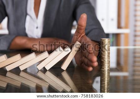 Emberi kéz tömés fakockák zuhan egymásra pakolva érmék Stock fotó © AndreyPopov