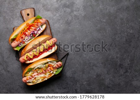 Különböző hot dog zöldségek saláta fűszerek fa deszka Stock fotó © karandaev