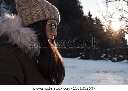 Yıl eski güzel bir kadın Noel şapka mayo Stok fotoğraf © HASLOO