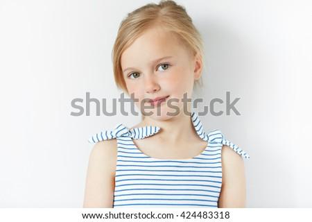 íntimo · retrato · belo · mulher · jovem · cabeça · ombros - foto stock © hasloo