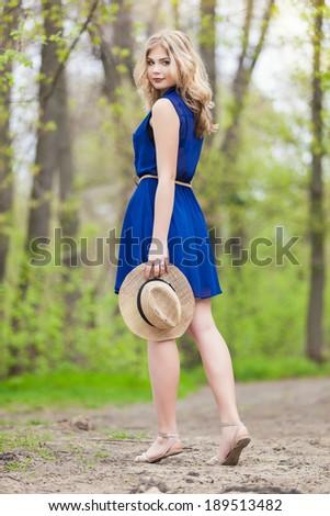 vörös · hajú · nő · lány · bőrönd · ül · fű · nők - stock fotó © massonforstock